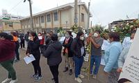 Los vecinos de San Juan de Miraflores cerraron las calles exigiendo justicia.