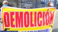 Vecinos piden la demolición del predio para liberarse de delincuentes que utilizan el lugar como guarida.
