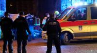 Los paramédicos de emergencia intentaron sin éxito reanimar al menor, quien falleció en el lugar de los hechos.