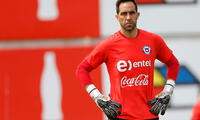 Claudio Bravo regresa a la selección chilena, después de estar ausentes en las dos primeras fechas.