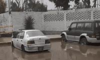 La urbanización Los Próceres sufrió una inundación afectando a diversos vehículos de la zona.