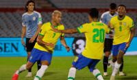 Uruguay no supo aprovechar su condición de local. Richarlison anotó el segundo gol de Brasil.