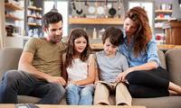 Leer y compartir opiniones en familia.