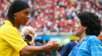 Ronaldinho lamenta la muerte de Maradona.