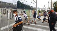PNP lanzó bombas lacrimógenas para dispersar a hinchas de Alianza Lima.