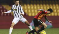 Lapadula en acción ante la Juventus.