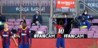 Lionel Messi dedica gol a Maradona con celebración especial.