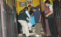 El Ministerio Público llegó hasta el hospedaje para levantar el cadáver del menor de 13 años.