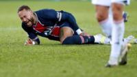 Neymar salió seriamente lesionado.
