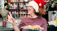 Youtuber enseña a preparar una cena navideña con 50 soles