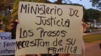 Familiares se instalaron en los exteriores del Ministerio de Salud para alzar su voz de lucha.