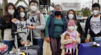 Hermanos, madres e hijos se reencontraron después de varios años en el exterior del Aeropuerto Jorge Chávez.
