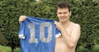 Lo tiene el jugador  inglés Steve Hodge , pero dice que no la venderá.