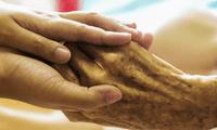 Los adultos mayores son más propensos a sufrir enfermedades en esta época.