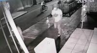 Las cámaras de seguridad captaron el momento exacto del robo.
