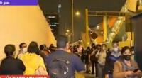 Cientos de ciudadanos se encuentran en los exteriores del Metro de Lima, en San Borja.