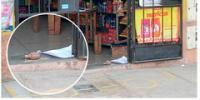 Presuntos extorsionadores dejan granada en la puerta de una tienda