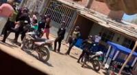 El enfrentamiento fue captado a traves de videos por los vecinos del sector, donde se observa al joven tirado en el pavimento, mientras sus amigos lanzan piedras a los policías.