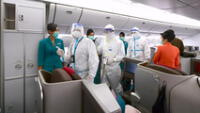 Según medios, antes de embarcarse en el vuelo, la mujer había tenido fiebre y acudido a un centro médico.
