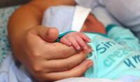 Chile aprueba un proyecto de ley para permitir que el apellido de la madre anteceda al del padre.