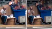 Sin tomar ninguna medida de prevención frente al COVID-19 el sujeto se encuentra sentado en su puesto de golosinas donde saca la caja de mascarillas para luego introducirlas en las bolsas pequeñas.