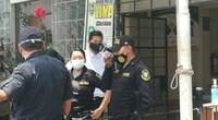 Los falsos agentes portaban uniformes y credenciales adulterados de la Municipalidad de San Juan de Miraflores.