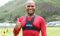 Jorge Molina muestra feliz el GPS