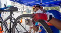 Experto repara llanta de bicicleta