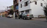 hombre es asesinado a balazos al interior de su vehículo