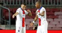 Mbappé celebra su tanto junto a su compañero Kimpembe.