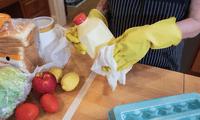 La COVID-19 no se transmite por contacto con los alimentos ni con sus envases, afirma la FDA.