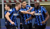 Celebración por el golazo convertido por Lukaku al  AC Milan.