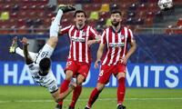 Con un gol de chalaquita Chelsea alcanzó una victoria ante Atlético de Madrid.