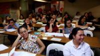 Enfermeras filipinas asisten a una conferencia en un centro de revisión del Sistema Internacional de Pruebas del Idioma Inglés (IELTS) en Manila. 2 de abril de 2019.