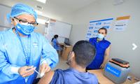 La presidenta ejecutiva de EsSalud, Fiorella Molinelli, supervisó el Vacunatorio de San Isidro Labrador, en Santa Anita