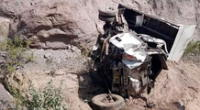 El vehículo terminó destrozado y la PNP investiga