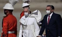 El papa Francisco se convierte en el primer pontífice en llegar a Irak.