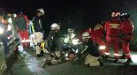 Luego de cuatro horas pudieron rescatar a las dos personas con vida.
