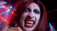 Mike Bravo imita al controversial cantante Marilyn Manson.