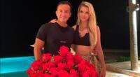 El hijo de César Acuña compartió una foto en la que aparece junto a la modelo y empresaria con un ramillete de rosas rojas.