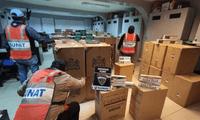 En el camión se halló un total de 149 cajas de cartón que contenían un millón 472 mil cigarrillos de contrabando de diversas marcas