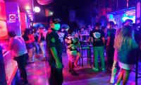 La Policía de Chiclayo realizó un operativo a un discoteca donde se encontraron más de 120 personas festejando.