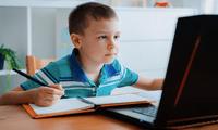 Procura que tus hijos descansen la vista después de cada clase.