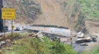 Tramo afectado por explosión de cisternas en la Carretera Central permanecerá cerrado hasta evaluación profunda del cerro, según PNP.