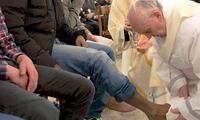 En otros años, el pontífice argentino conmemoró el Jueves Santo en una cárcel y en un centro de refugiados, y lavó los pies a detenidos e inmigrantes.