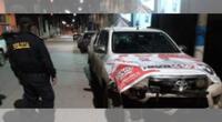 Policía casi fue atropellado por auto con publicidad de Lescano en Apurímac.