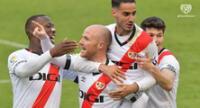 Luis Advíncula festeja el gol del Rayo Vallecano  en el encuentro con el Girona.