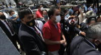 Yonhy Lescano acudió a votar y se generó desorden y aglomeraciones.