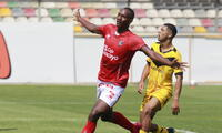 Cienciano fue más que Cantolao , lo derrotó por 2-0 y es el puntero serie A.