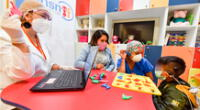 Niños volvieron a escuchar gracias a exitosa operación.